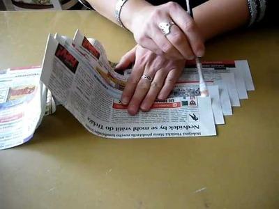 Motání ruliček z novinového papíru pomocí akuvrtačky
