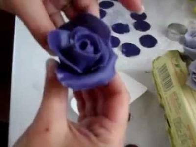 Výroba růže z marcipánu s pomocí lízátka