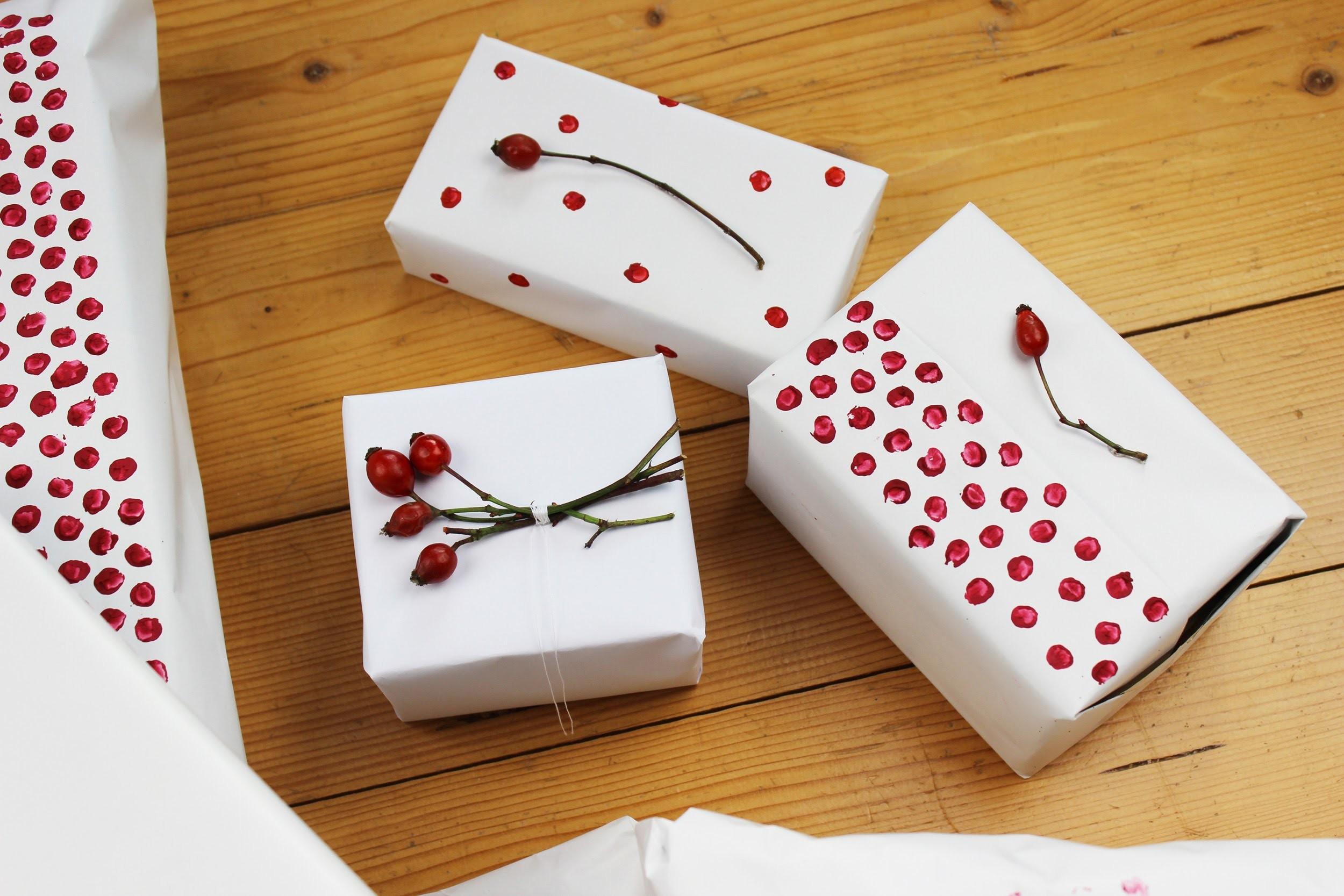 Balení vánočních dárků (DIY). Christmas gift wrapping