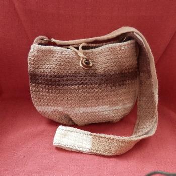 Háčkovaná a vypodšívkovaná taška